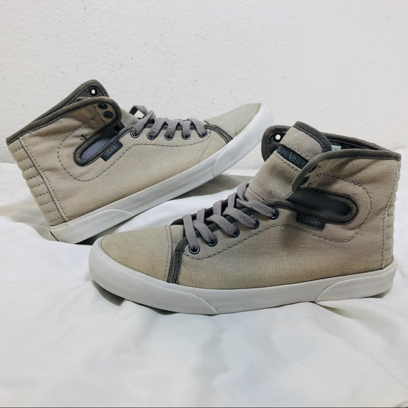 b008c87499 Vans Hadley Mid Canvas Women s Sneakers. M 5c12794f9fe486443fb2ae13